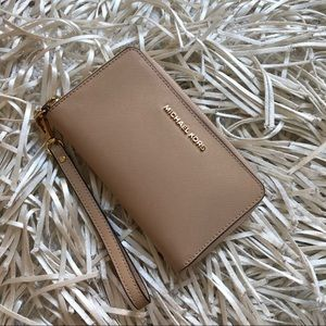 Michael Kors wallet // wristlet